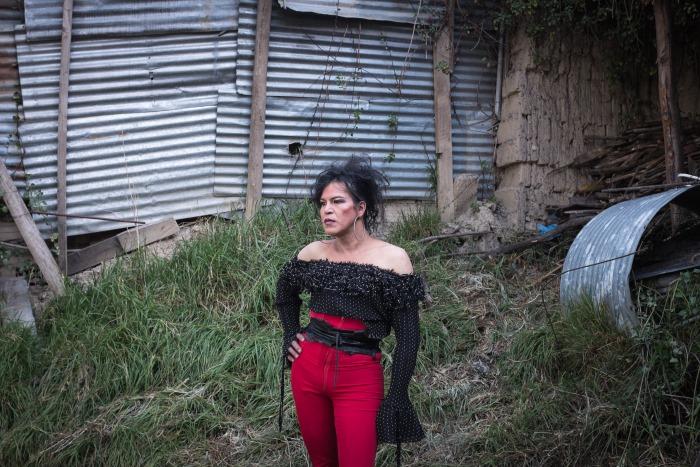 Coco dans le nouveau terrain qu'elle vient d'acquérir ou elle souhaite s'installer, La Paz